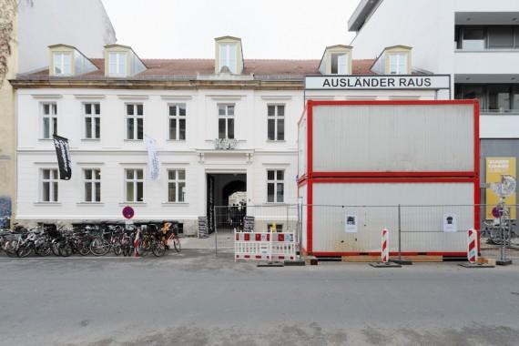 kw_schlingensief_installationsansicht_foto_uwewalter_013_9777_2-570x380